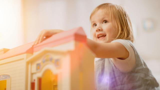 Как проходит продажа недвижимости, где есть доля в собственности несовершеннолетнего ребёнка