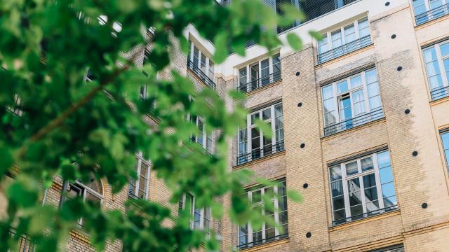 Как правильно сдавать квартиру, у которой несколько собственников? Рассказывает юрист