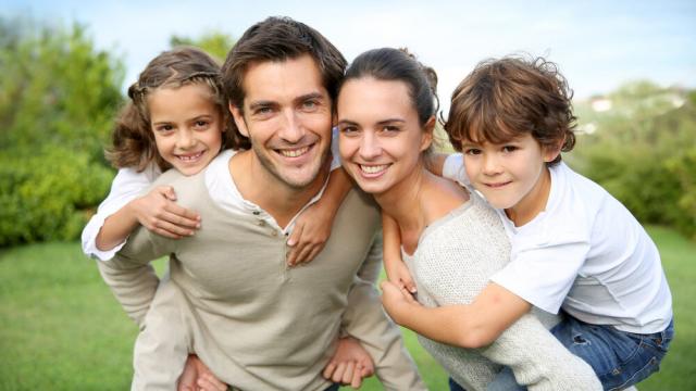 Семьи с детьми получат компенсации и доплаты: сколько они составят
