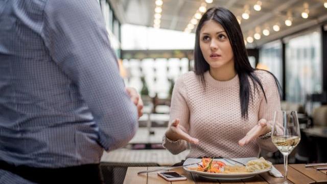 Ужин даром. Когда можно не платить за блюдо в ресторане?
