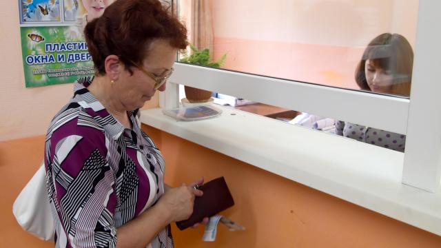 Жилье с долгами по коммуналке: как купить квартиру и не получить вместе с ней проблемы