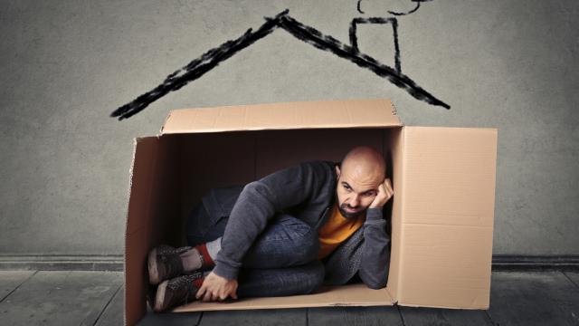 С вещами на выход: у кого смогут изымать последнюю квартиру за долги