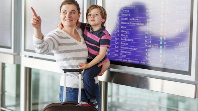 Как изменились правила вывоза ребенка за границу: объясняем закон