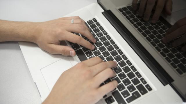 Как защитить себя от мошенников: эксперты предупредили о появлении фальшивых страничек популярных брендов