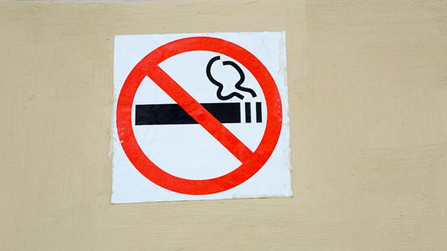Юрист: Противопожарные поправки не коснутся курильщиков