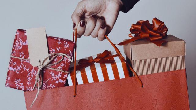 Вернуть в магазин без чека? Что делать с ненужными подарками